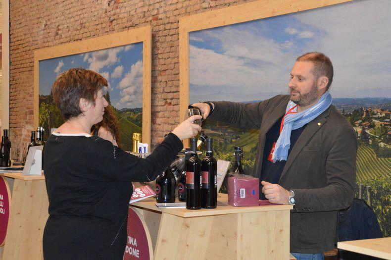 vivite milano, evento a cui ha partecipato cantina valtidone, scatto assaggio vino