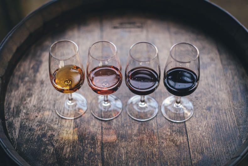 alcuni bicchieri di vino doc